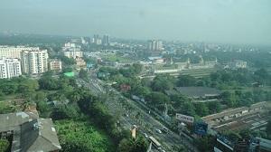 高層ビル林立のヤンゴン市内